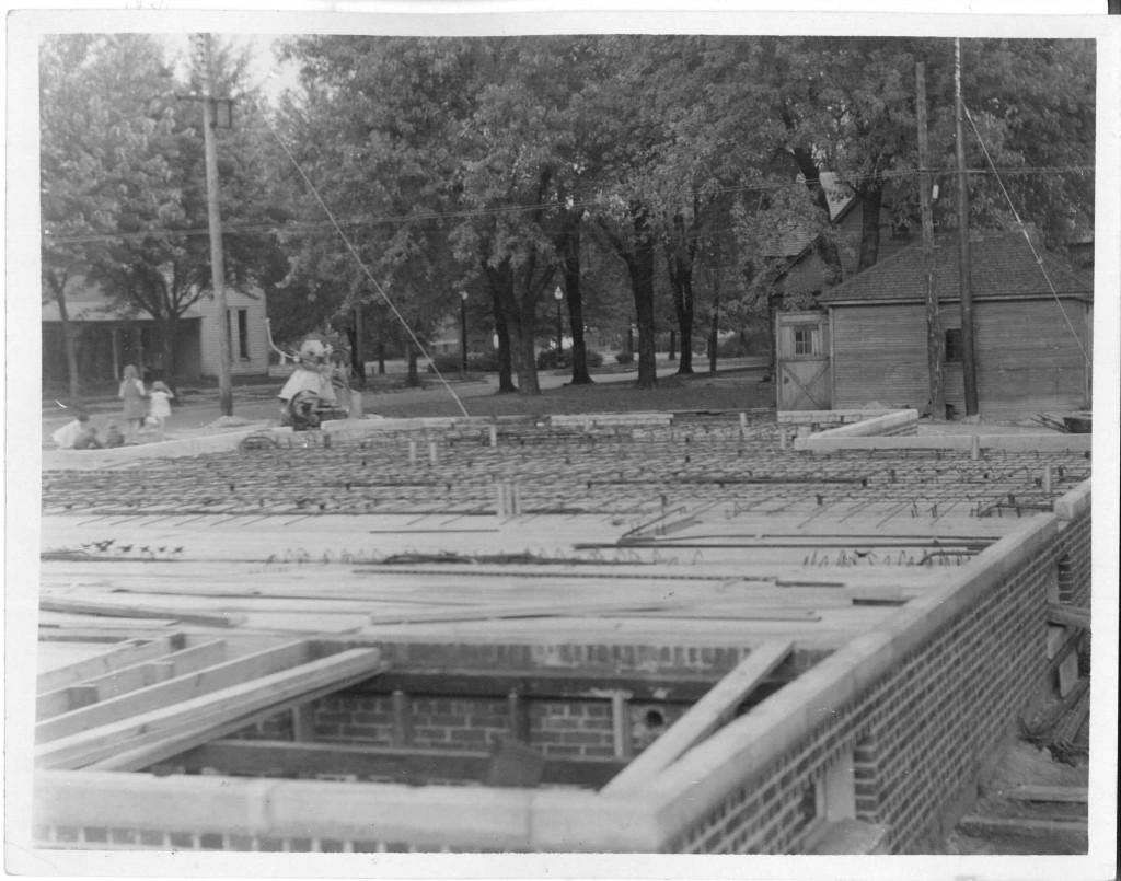 04_October 1 1931_LookingNorthEast_PostOfficeConstruction_LintonIndian